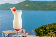 Podran gozar a pocos metros de distancia de una vista y baño espectacular en la Laguna de Apoyo. También contamos con un  bar y Restaurante a la orilla de la Laguna.