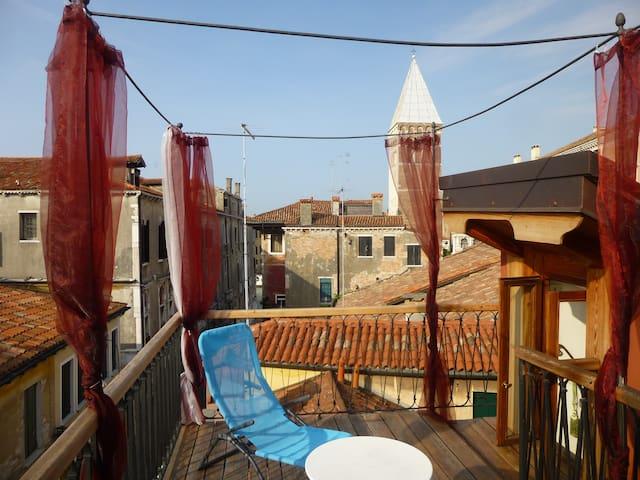 KEY LOCATION! Near Palazzo Grassi and San Marco! - Venezia - House