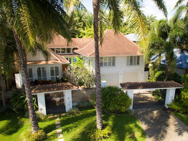 Karaka Port Douglas - Luxurious&private beach side