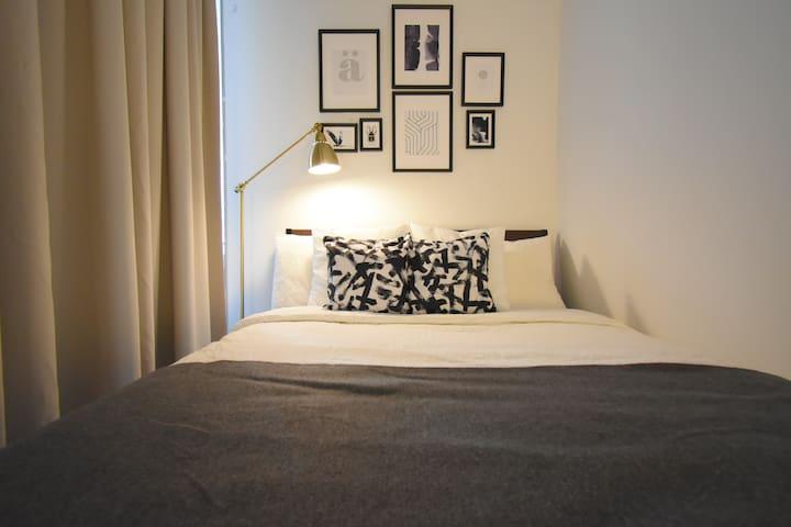 Private Silk Suite ≡ TIFF w/ Skyline + CN Views