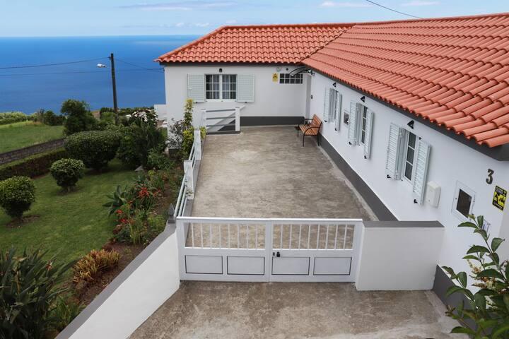 Casa Sol Nascente com vista para o Mar e Serra