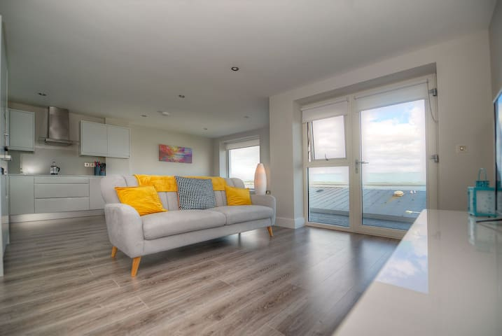 Modern 1st floor two bedroom apt  in Salthill