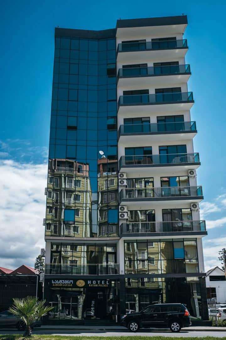 Great Hotel to stay for couples visitng Batumi, right in the center of the city
