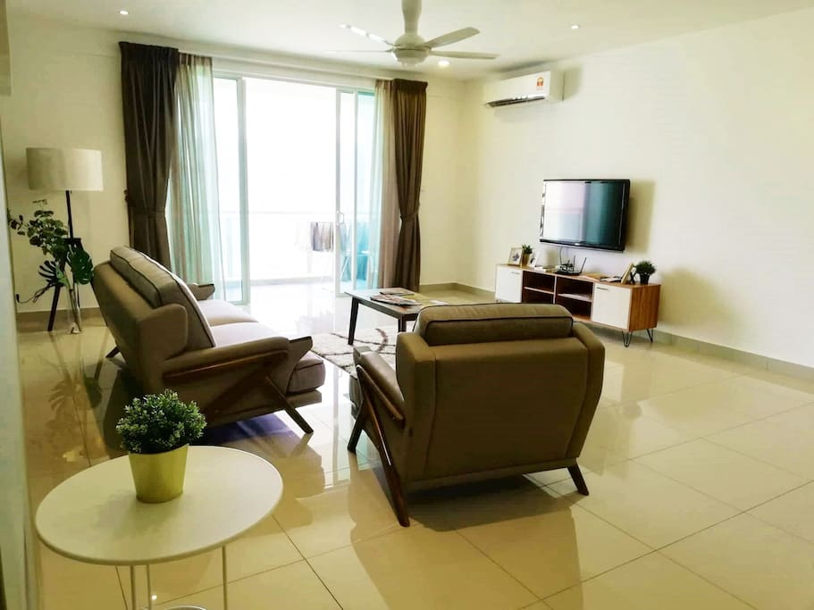 The spacious living area with TV