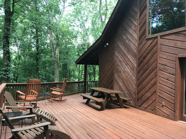 Pecan Valley Cabin - 10 Private Acres in Nashville