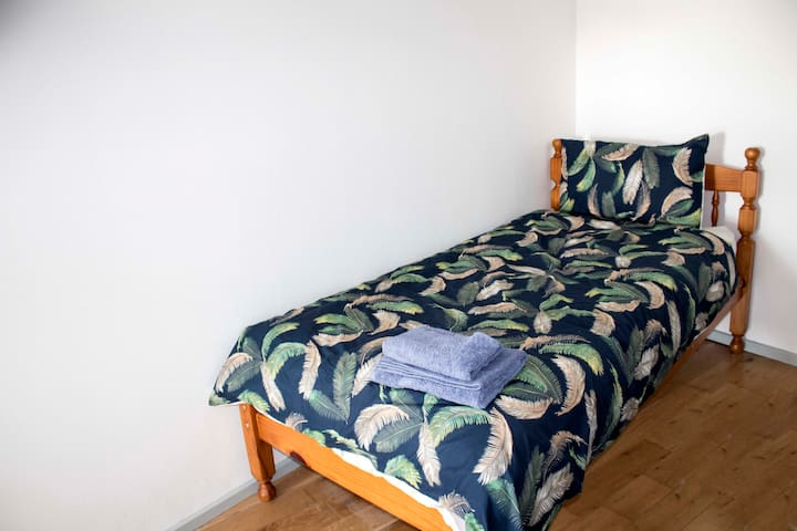 Single bed in the twin/double room