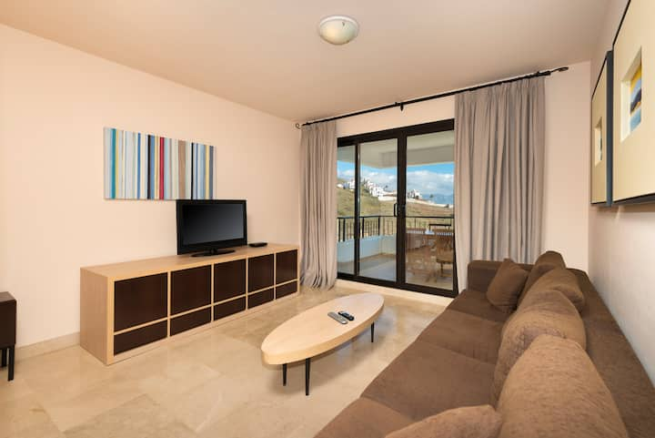 Spacious 2 bedrooms apartment side sea view