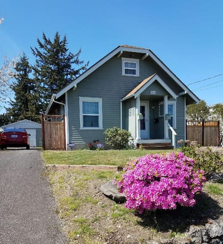 Classic, 3 BR, Craftsman home in Central Tacoma