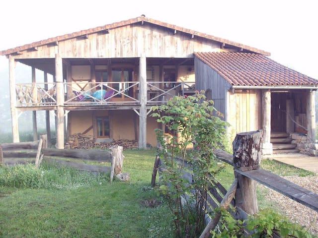 Belle maison écologique  à l'architecture atypique