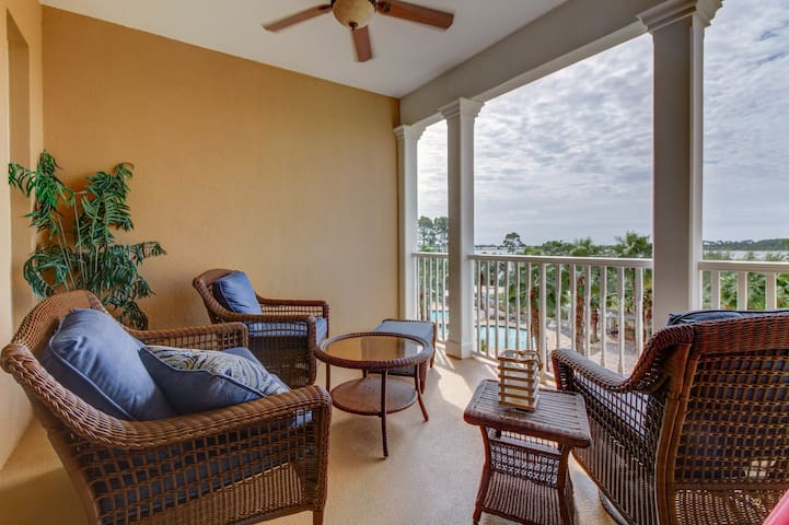 Upper-level bayfront condo with shared pool and beautiful views!
