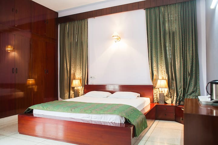 Luxurious & Comfortable Stay in a Farm House 3BHK
