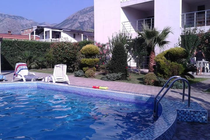 Private residence with swimmingpool - Bar - Apartamento