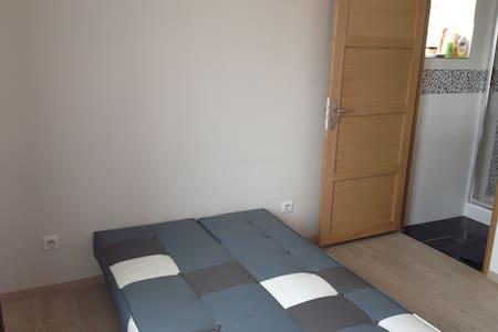 Chambre dans une villa neuve - Limay
