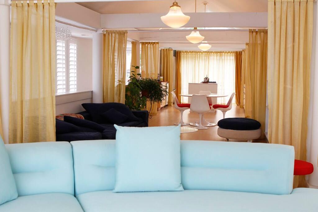 Contemporary cape cod style home in manette case in for Planimetrie delle case in stile cape cod