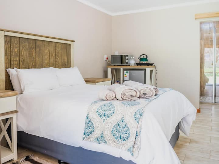 Opstal Guestfarm - Deluxe Double Room with Patio