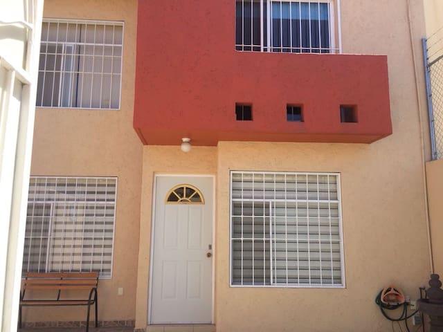 Casa en zona residencial tranquila - Santiago de Querétaro - House