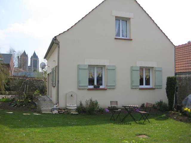 Gîte La Ronsardière, proche de la cathédrale - Noyon - Casa
