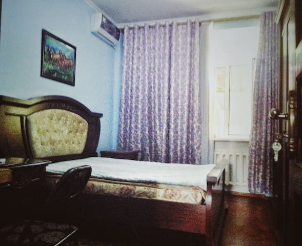 Private Room w Friendly Family Central Location!