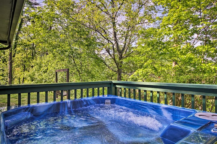 Soak your muscles in peace after hiking in the Smoky Mountains!