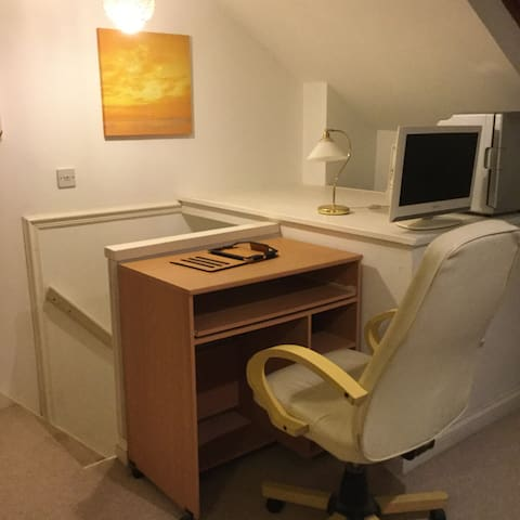 Loft room with ensuite, only room on that floor - Worcester