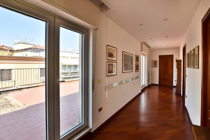 TOP FLOOR APARTMENT NEAR HISTORICAL PORTA NOLANA