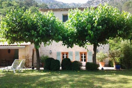 Vacances de rêve dans le Sud de la France - Roquesteron