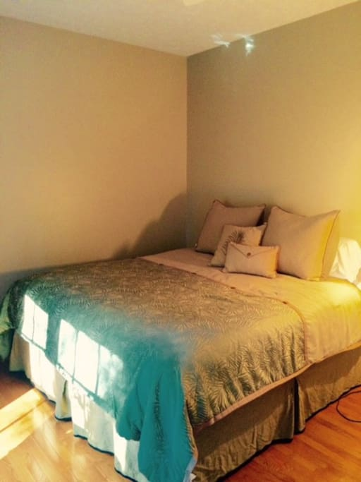 Large, spacious bedroom, King size bed