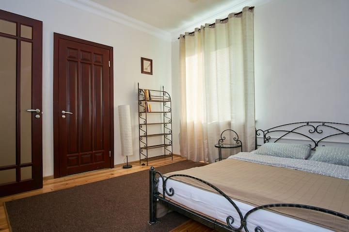Уютная квартира в центре (2 раздельные спальни)