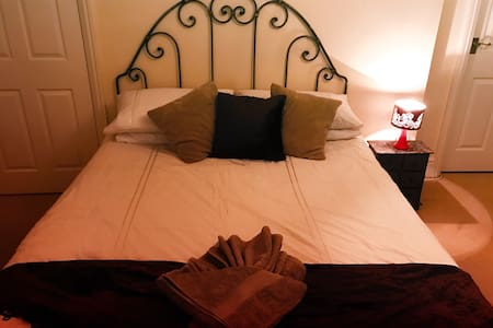 Bed sitter ensuite up to 6 guests - Tedburn Saint Mary