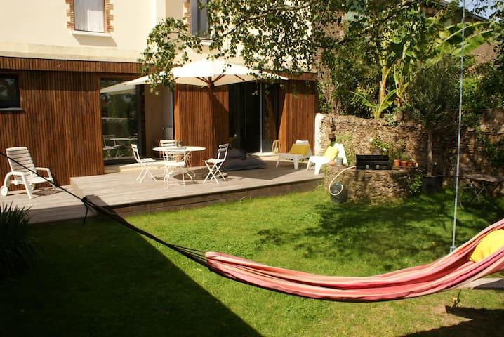 Maison sur jardin ensoleillé au coeur de Chantenay - 南特 - 獨棟
