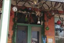 Magasin général le brun à maskinongé. Restaurant, magasin de souvenir, salle de spectacle.