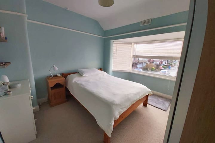 Private Bedroom & Bathroom - Central Prestwich