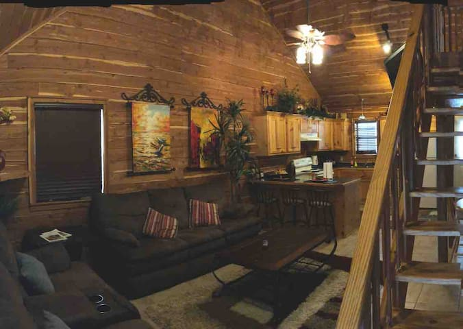 Cozy Cabin located on Lake Hamilton-w/Boat Slip