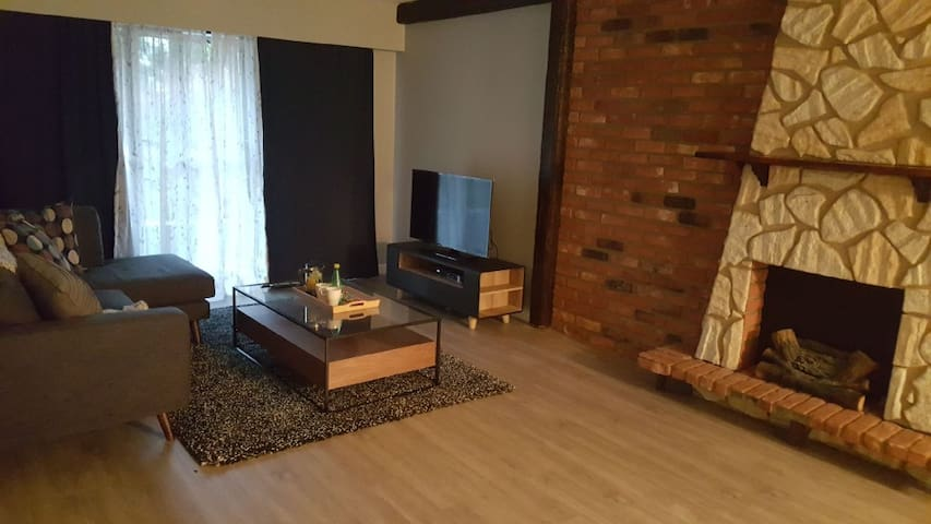 Cozy & Comfortable 1 Bedroom Across VGH