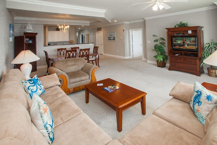 Dunes #107, Summer Moments: Dunes #107 Spacious 3 bdrm, 1st floor southside condo with easy beach access