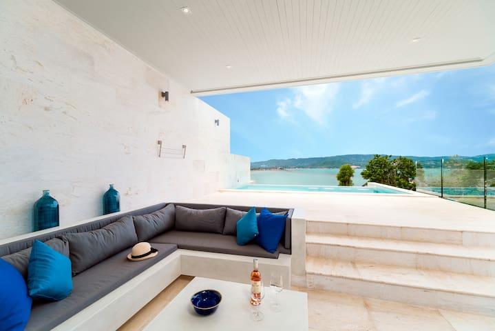 Gorgeous modern 4 BR villa ocean & sunset views