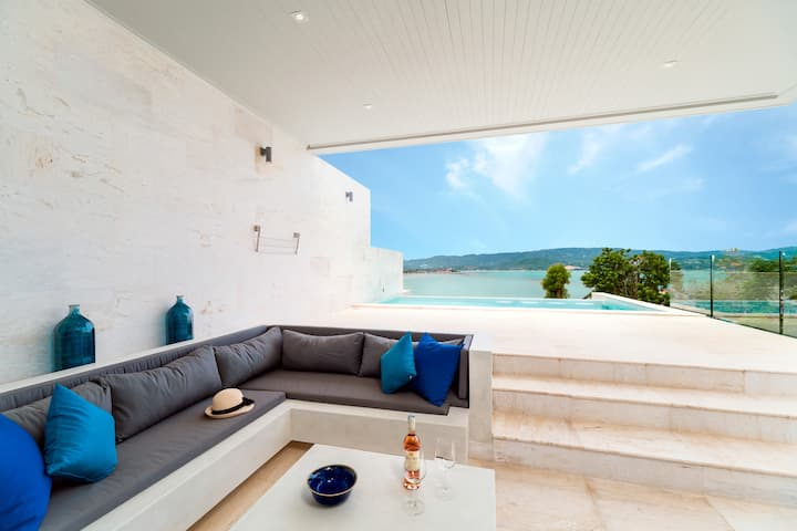 Attractive modern villa beach & sunset sleeps 8
