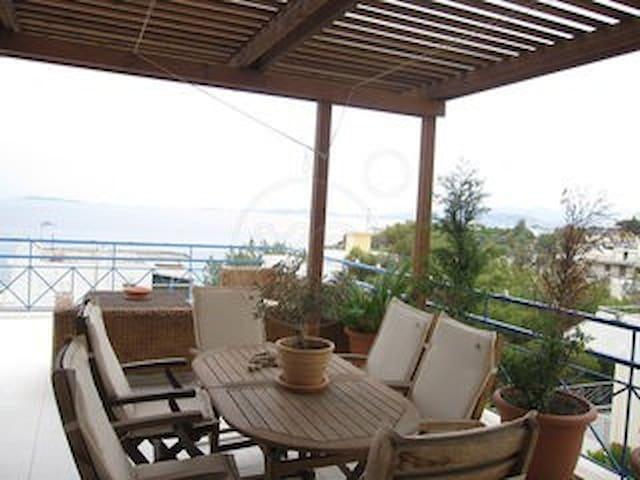 Μικρη μεζονετα μπροστα στη θαλασσα - Anavissos - บ้าน