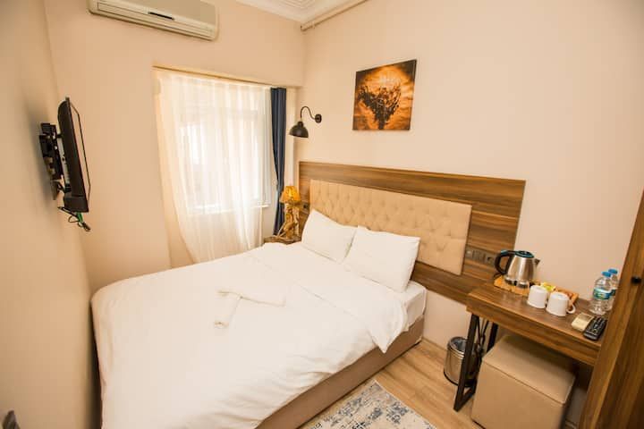 Economic Bugdet Room Near to Galata Tower For 2P-