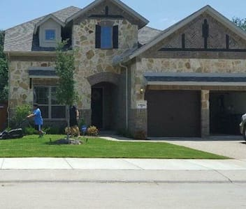 Private 2nd floor in new Plantation Builders home. - Euless