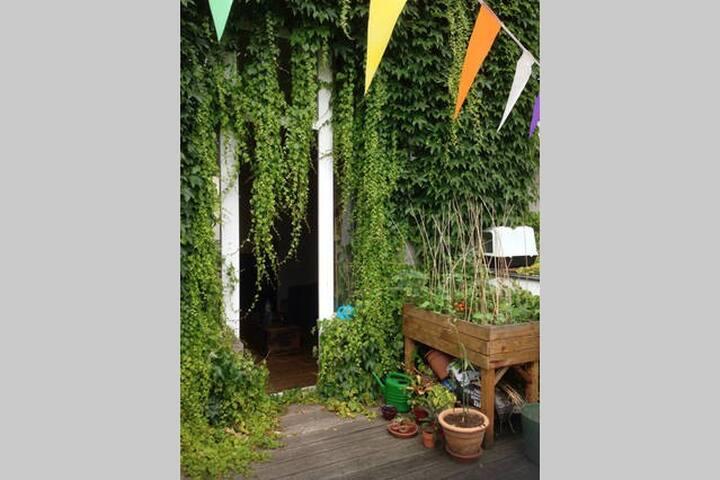Charming minimal room in the heart of Ixelles - Ixelles - Huoneisto