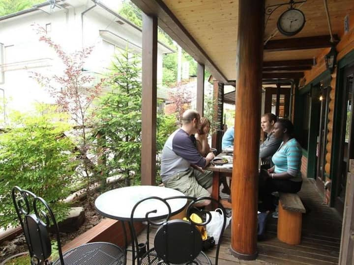 Located in Arima Onsen town! Free hot spring bathing ticket included [3 pax]