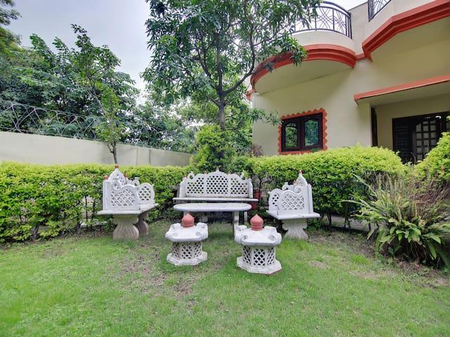 OYO - Hill-View 2BHK Abode near Kothal Gate+Lush Lawn