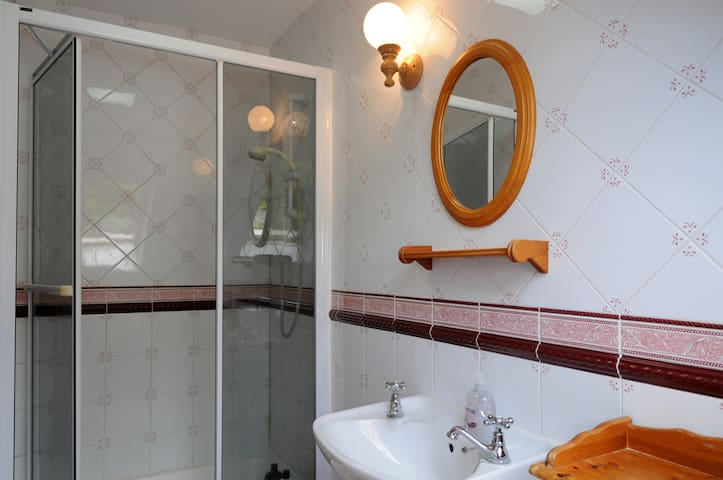 ensuite off main bedroom