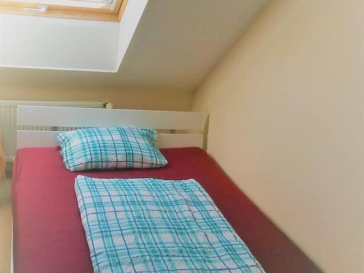 Geräumiges Doppelzimmer im Hotel Kalimera mit Bad