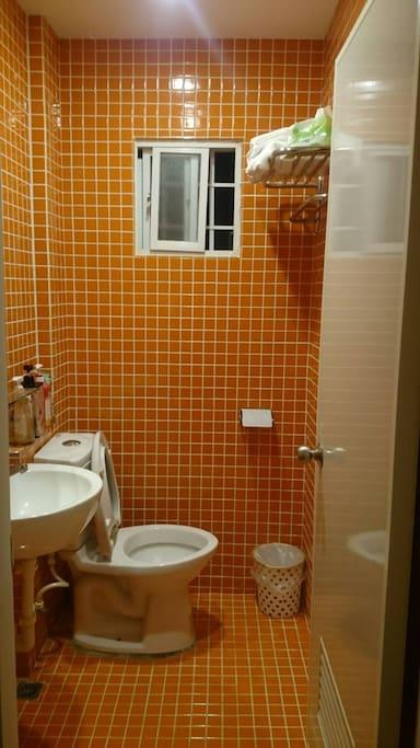 三樓共用淋浴間
