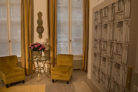 Luxurious brand new studio in Champs–Elysees