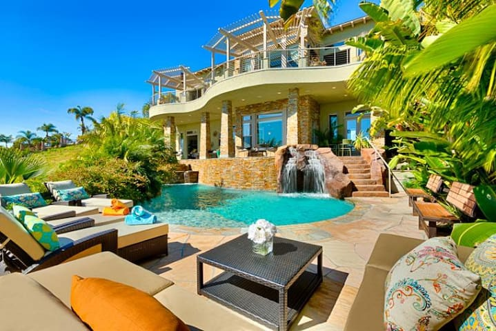 Gorgeous Estate with Private Beach, Pool, Jacuzzi