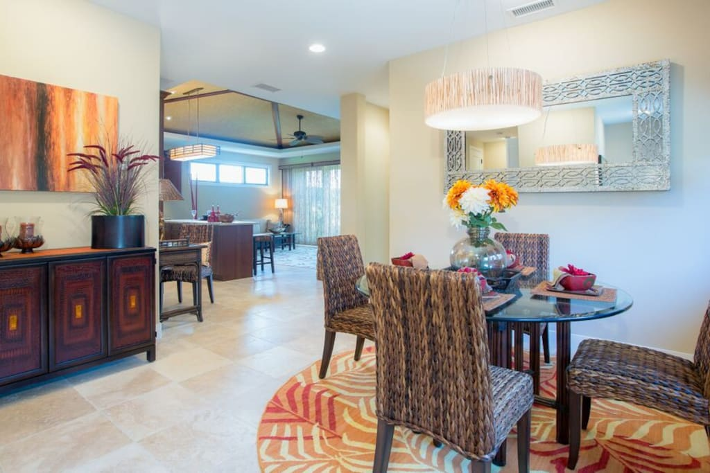 Formal dining space, adjacent to the kitchen.