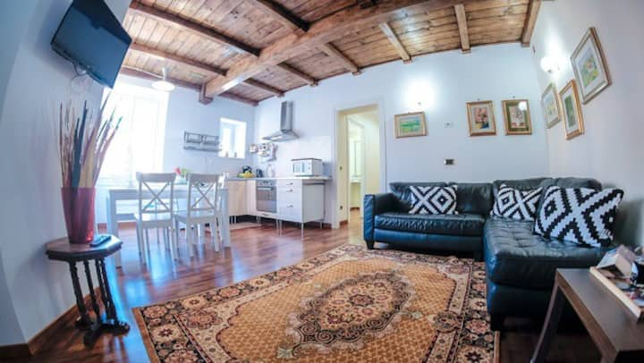 Family Deluxe Apartment 4 Bed/3 Bath A/C- Wi-Fi